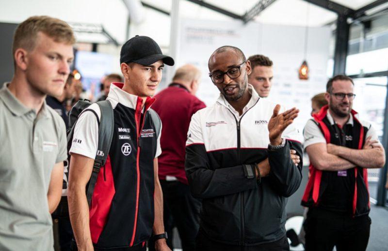 Jaxon Evans (NZ), Hurui Issak (Project Manager Porsche Carrera Cup Deutschland) l.-r.; Porsche Esports Carrera Cup Deutschland