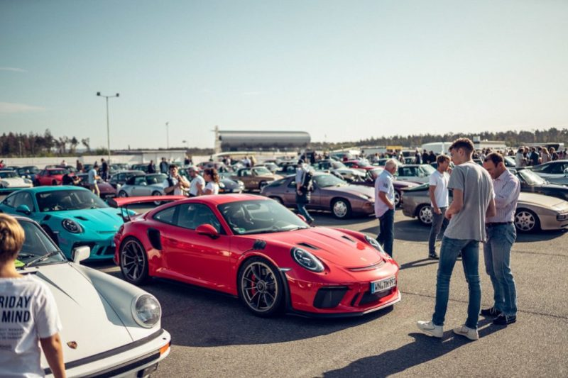 9,000 Porsche cars at the Sportscar Together Day
