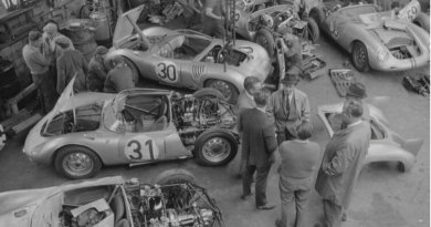 Porsche garage at Teloche : Le Mans 1959