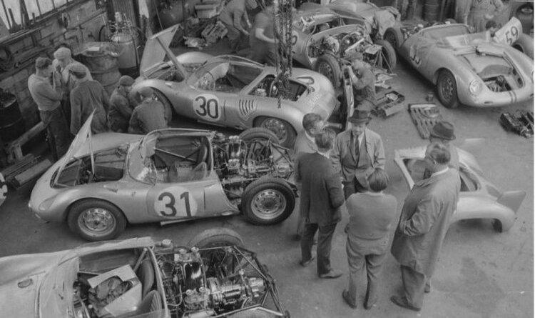 Porsche garage at Teloche : Le Mans 1959