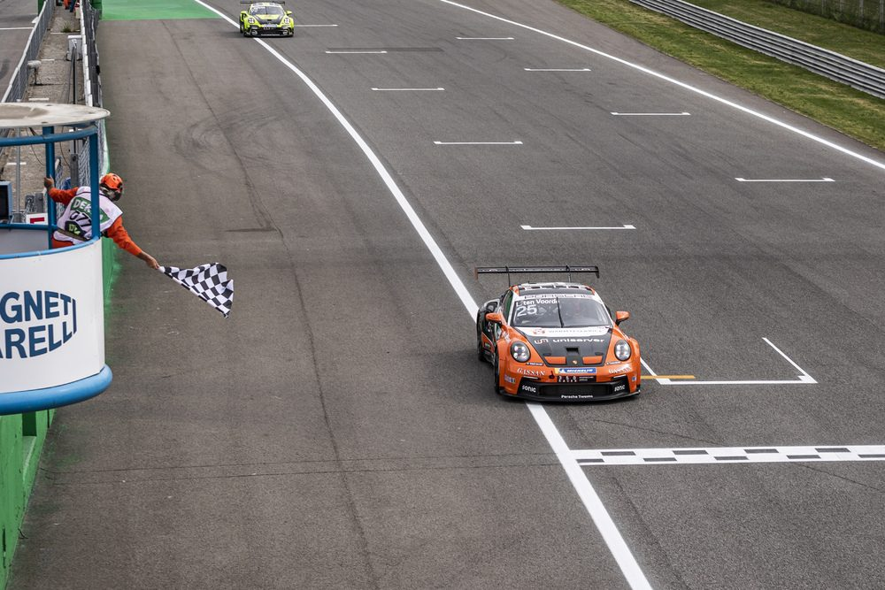 Larry ten Voorde takes victory in the saturday race of the Porsche Carera Cup Deutschland in Monza