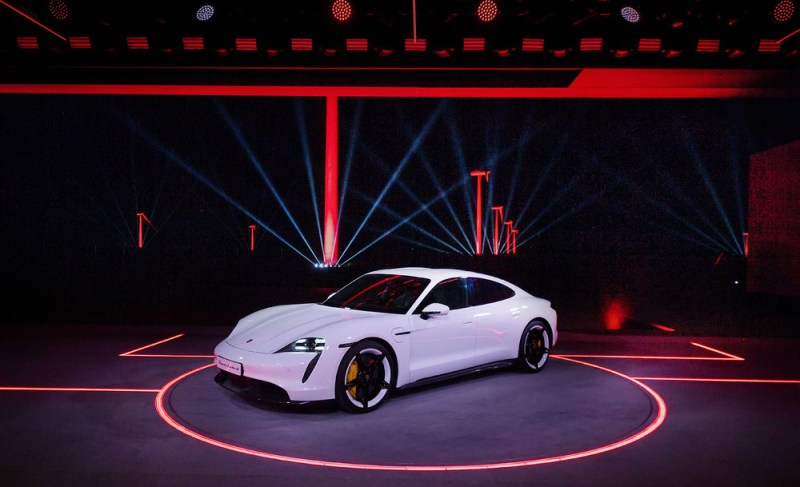15-World-premiere-of-the-new-Porsche-Taycan-in-China-2019