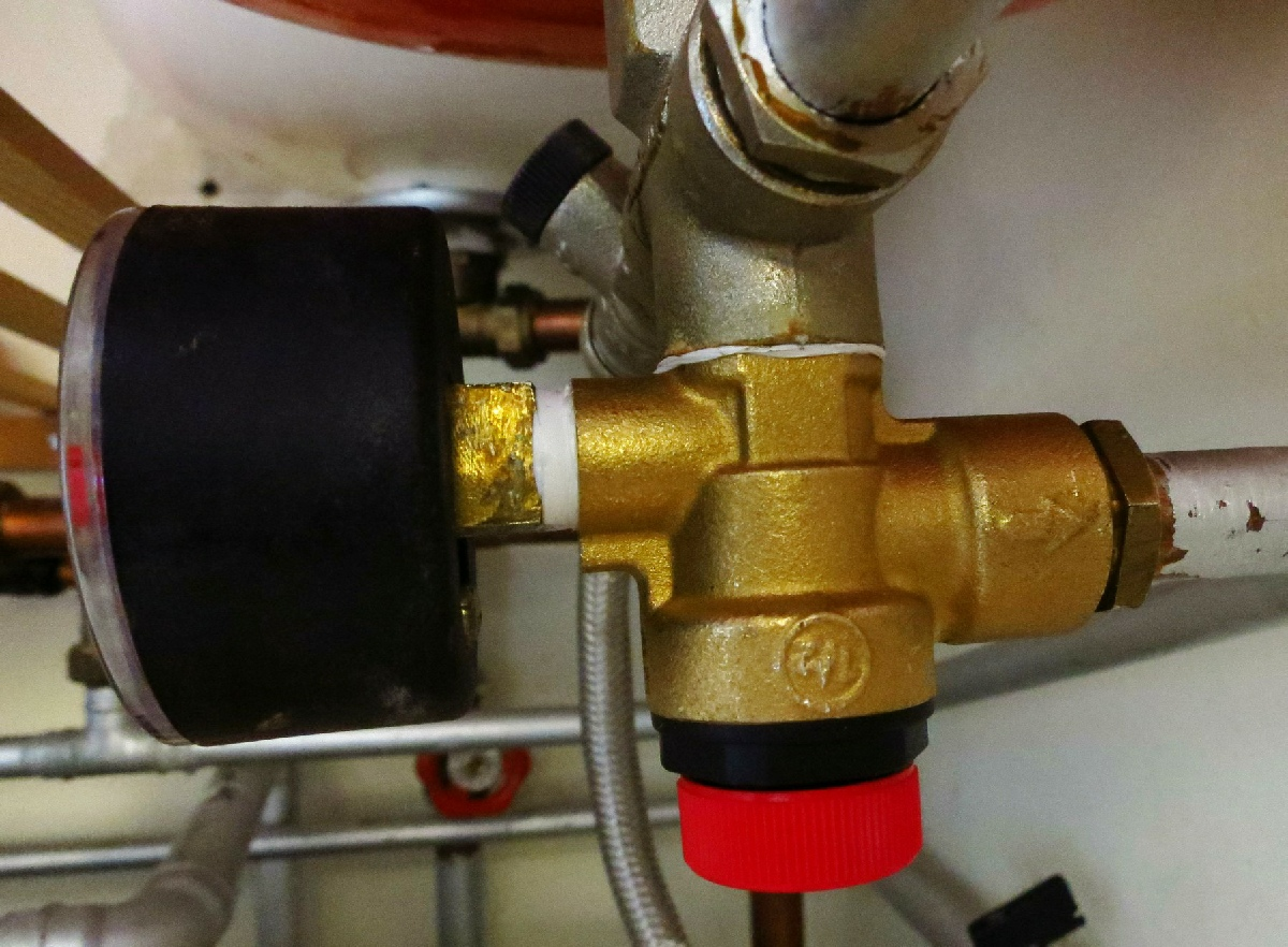 hight resolution of the new safety valve had identical pipe connections but a different style of plastic knob