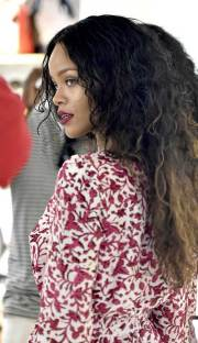 rihanna long curly hair hairstyles
