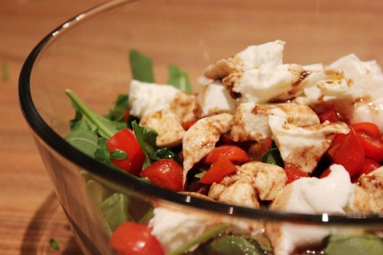 Ruccola-Mozzarella mit Karamell-Senf Dressing