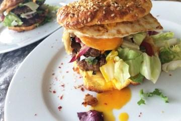 Ooopsie Burger mit Spiegelei
