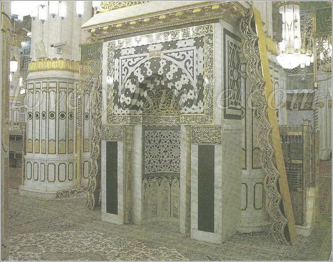 المحراب النبوي + قباب المسجد ا