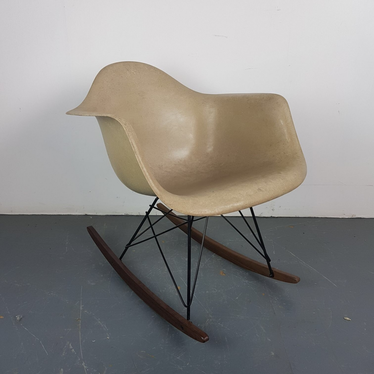 metal rocking chair runners lawn folding eames herman miller rar rocker in light greige on walnut