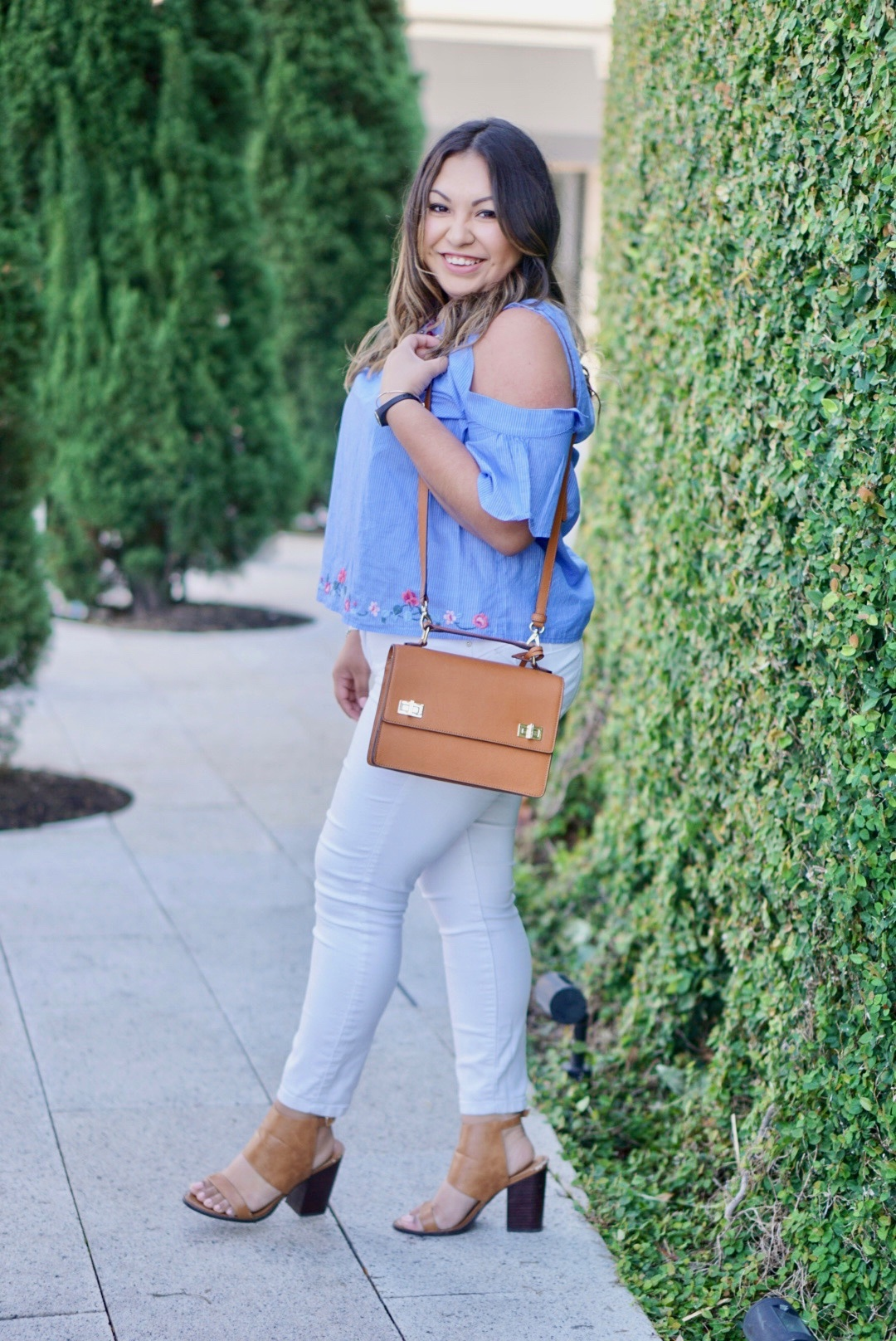 embroidered top, white jeans, brown shoes, brown purse