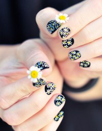 DIY Daisy Nails Tutorial on a Classic Black Manicure ...