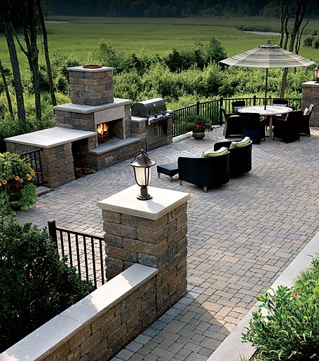 lake house landscaping exterior