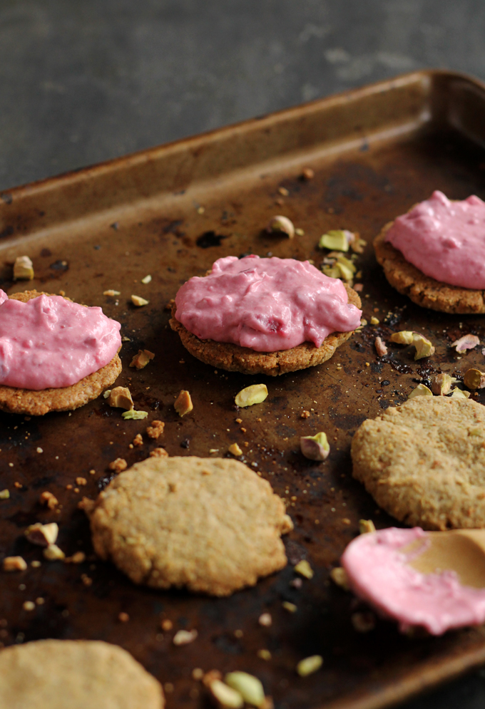 vegan pistachio and cranberry cream sandwich cookies | love me, feed me