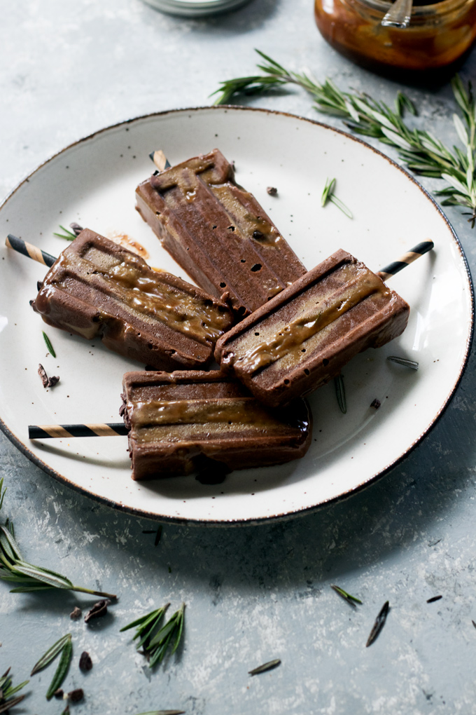 vegan chocolate rosemary caramel swirl popsicles | love me, feed me