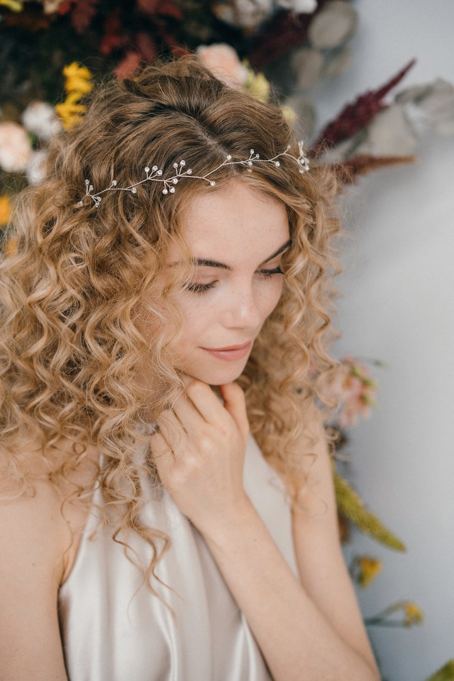 how to style wedding hair accessories with curly hair