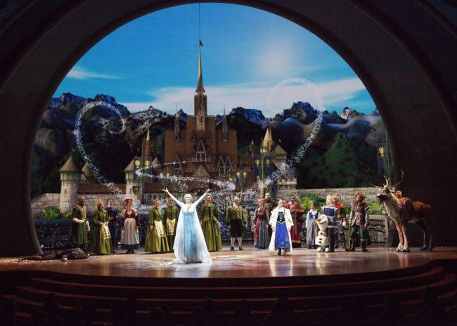Disneyland 101 {Part 5} California Adventure Entertainment and Magical Extras
