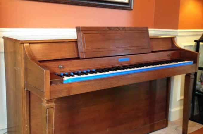 Before and after painting a piano, painting a piano with chalk paint