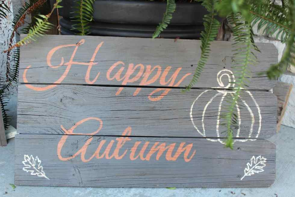 DIY sign, Happy Autumn, DIY wood sign with old boards and paint