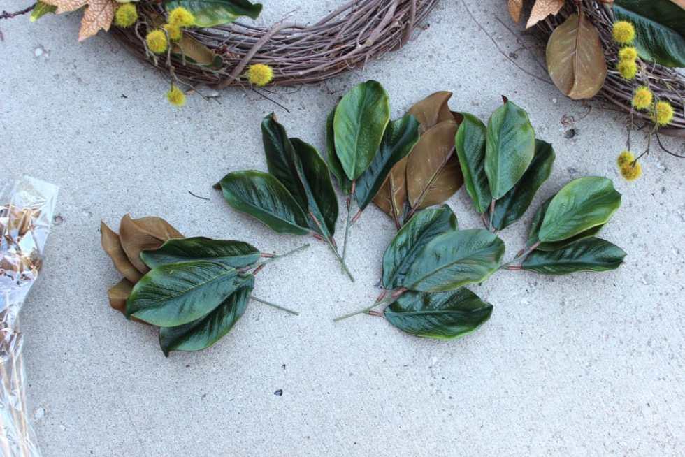 Fall wreath, Fall wreath with magnolia leaves, DIY front door wreath with magnolia leaves