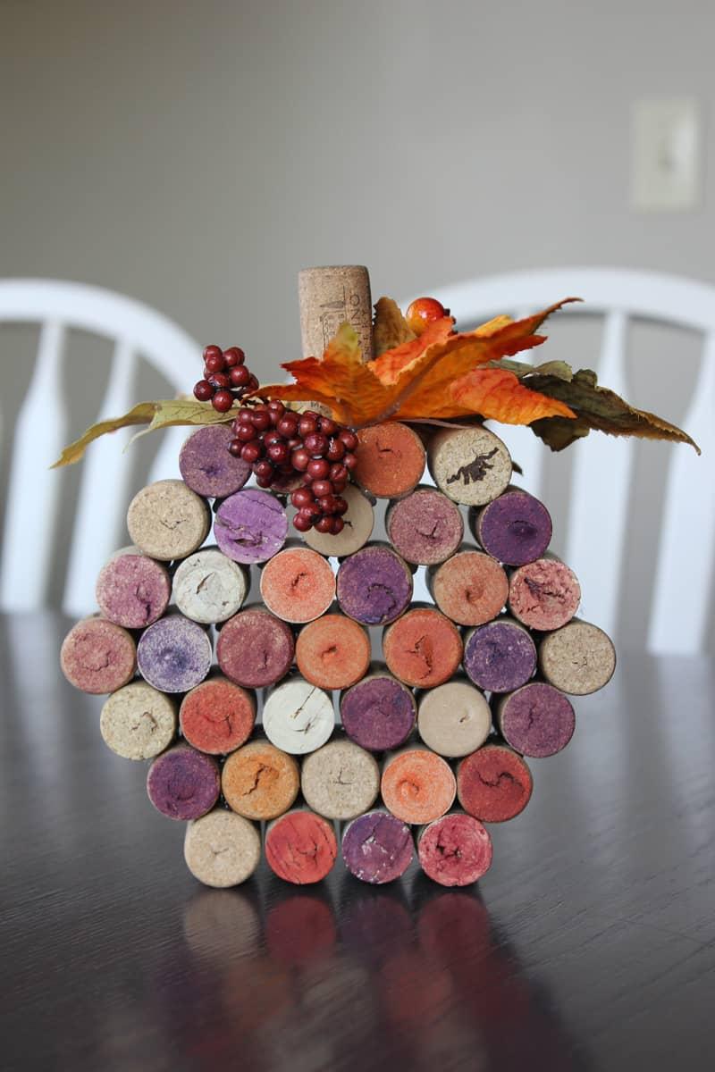 Wine cork pumpkin, fall craft, autumn craft, DIY fall craft with wine corks
