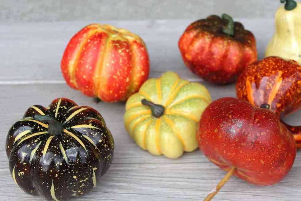 DIY pumpkins, DIY pumpkins with metallic paint and spray paint, fall decor, painting pumpkin