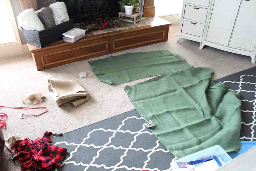 Make reusable gift sacks from burlap!