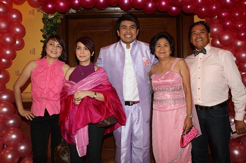 Hello Kitty Wedding Ni Nicole Hyala At Jowadik Love Radio Manila