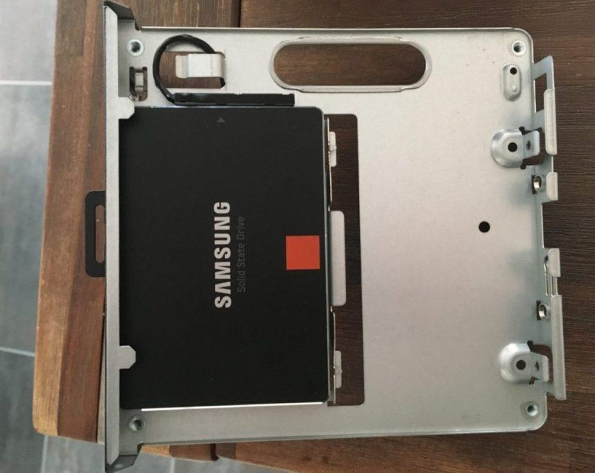 SSD geplaatst aan de onderkant.