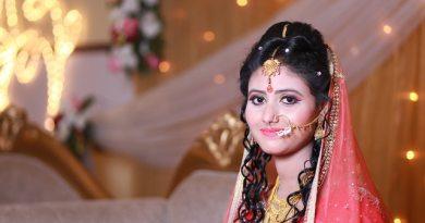 women-wearing-pink-sari