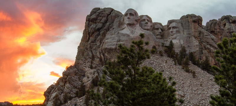 Hiking Presedential Trail in Mount Rushmore