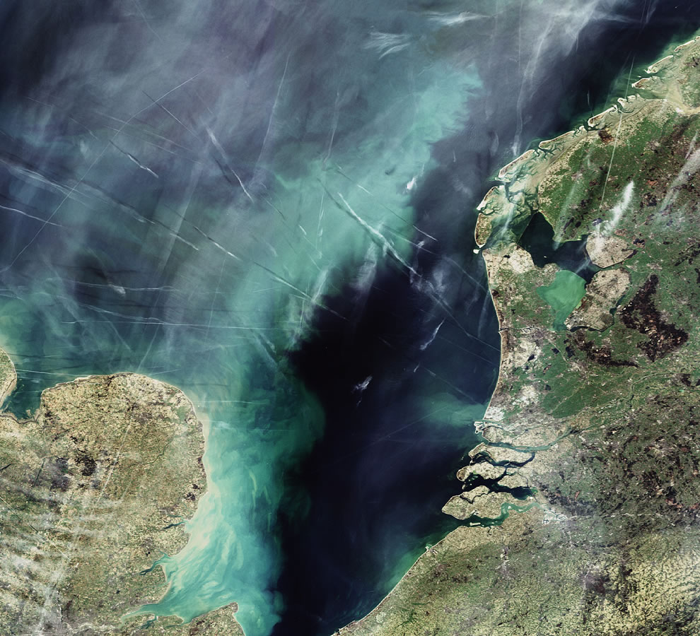 Contrail graffiti over the North Sea