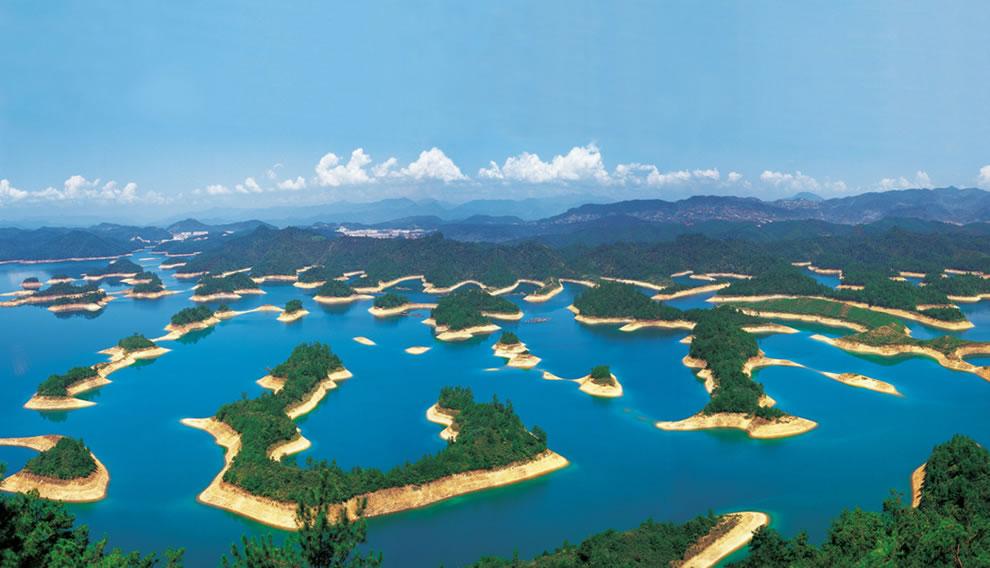 Thousand Island Lake (Qiandao Lake) in China hides a lost underwater city