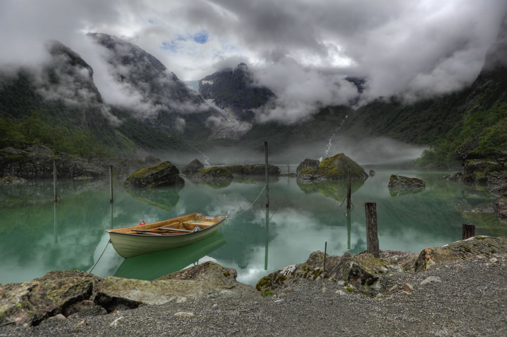WORLD PHOTOGRAPHY DAY, Wikimedia Commons Picture of the Year 1st place: View of Lake Bondhus in Norway, and in the background of the Bondhus Glacier, part of the Folgefonna Glacier