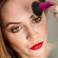 Welches Make up bei Falten? 12 Favoriten für glattere Haut