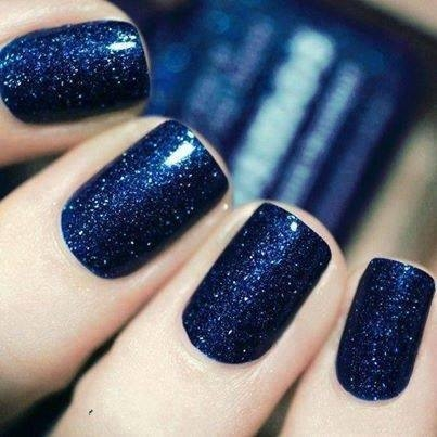 Dark blue glitter nails