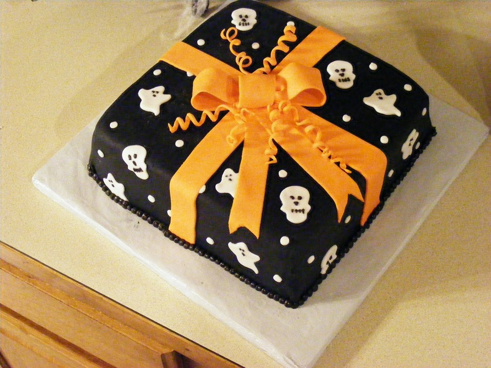 Ghostly Present Halloween Cake With Fondant Frosting