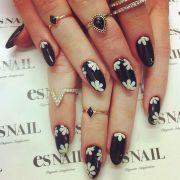 black daisy nails
