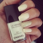 chanel glitter nails