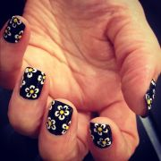 daisy black nails