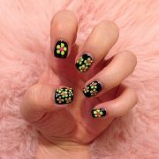 neon daisy nails