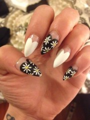 heart and daisy nail design