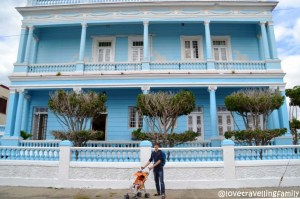 Love travelling family in Palacio Azul, Cienfuegos, Cuba