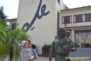 Love travelling family and Che y Niño Santa Clara, Cuba