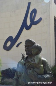 Che y Niño statue Santa Clara, Cuba