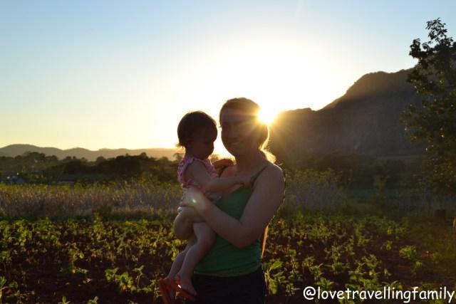 Love travelling family in Viñales, Cuba