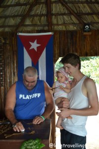 Making cigars Viñales, Cuba, Love travelling family
