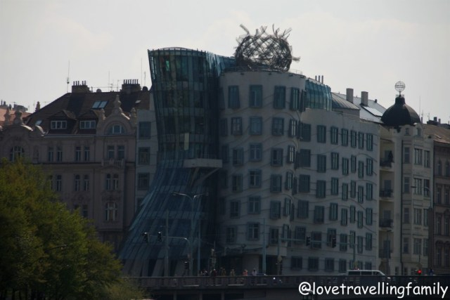 Dancing House Prague, Love travelling family
