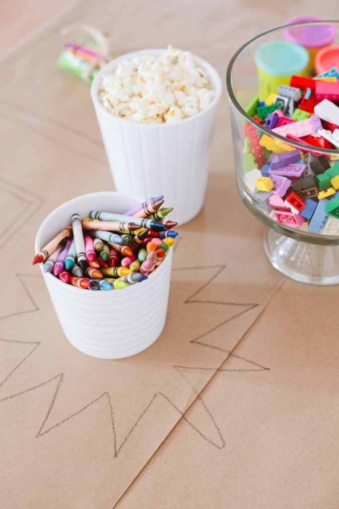 Tips-for-a-Ridiculously-Easy-Table-to-Keep-Kids-Entertained-for-any-Party-9