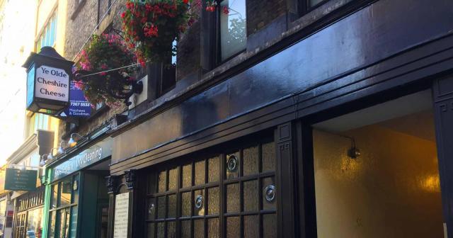 Ye Olde Cheshire cheese pub in London