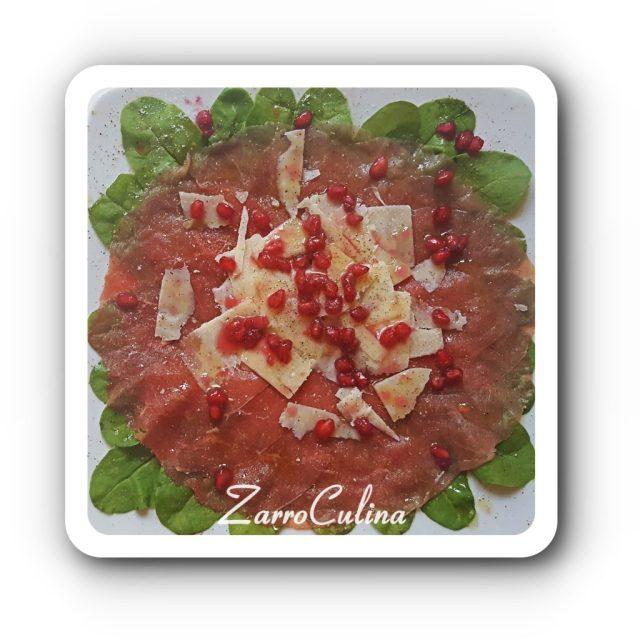 Carpaccio mit Pecorino und Granatapfelkernen