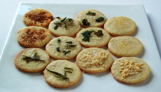 Grain-Free Crackers with Olive Oil and Various Toppings | Low-Carb, So Simple!